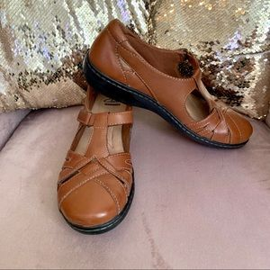 Clarks t strap Mary Jane sandals leather 8 #314